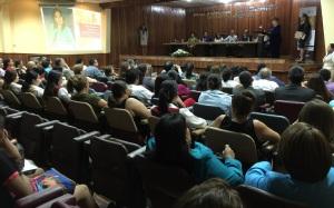 Público en el Auditórium Académico de la ULEAM