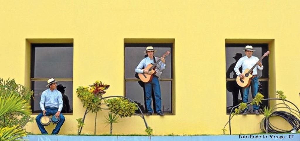 El grupo Son Montuvio busca mantener viva esta tradición local. Foto: Rodolfo Párraga / El Telégrafo