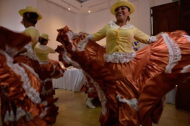 Diversas actividades se llevan a cabo en Manta por el mes del Arte y la Cultura. La danza forma parte de la esencia de los manabitas y es resaltada en este evento. Foto: Rodolfo Párraga / El Telégrafo