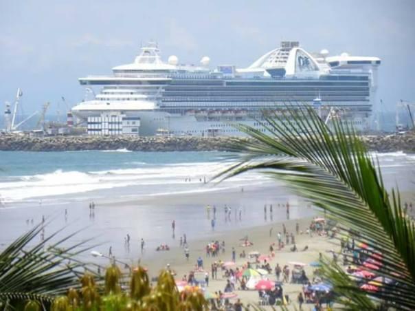 13 Manta, puerto turístico