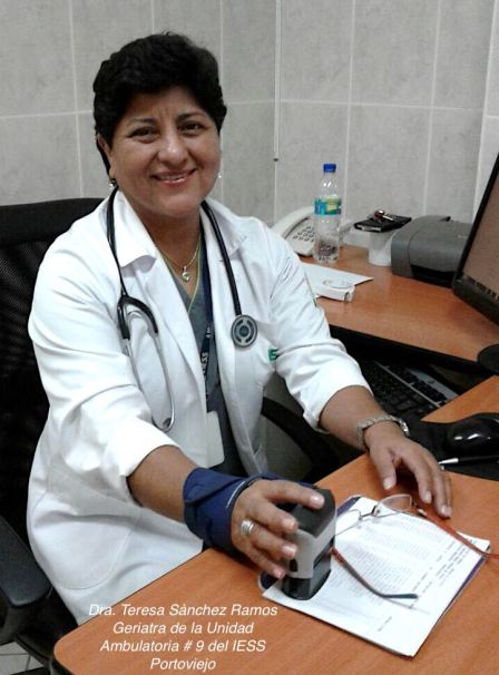 Dra. Teresita en su consultorio
